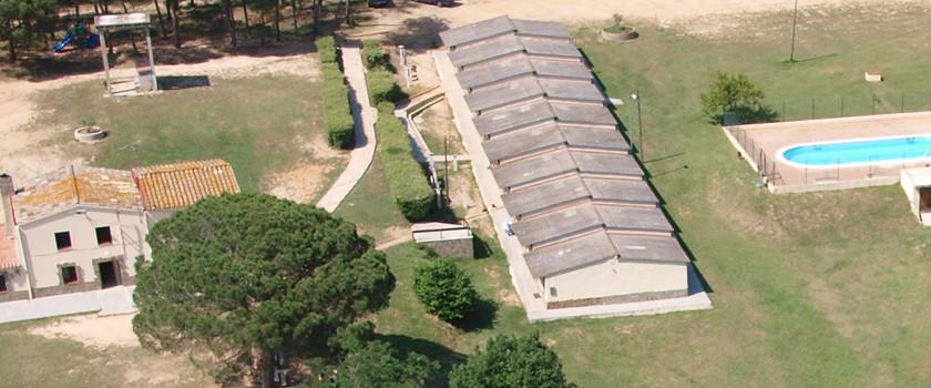 Una altra vista de les habitacions de la Casa de Colònies de Can Solà